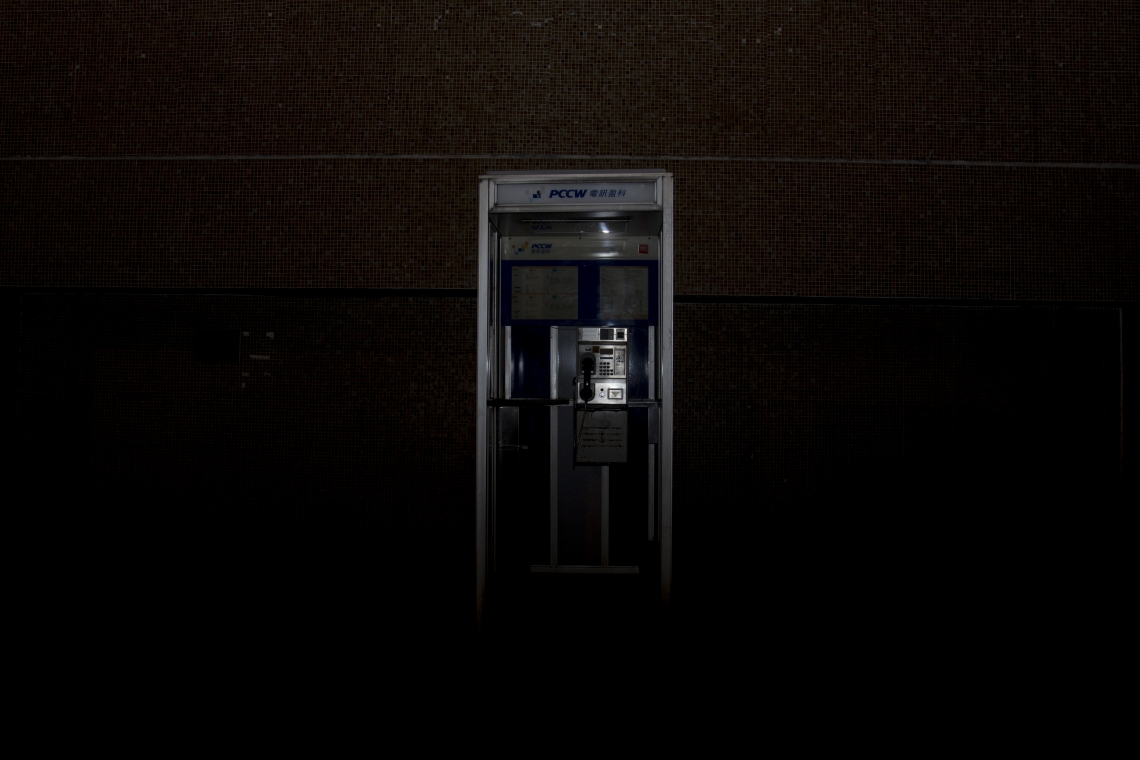 Every public phone booth has a designated number, and its coordinates can be located in the records of the Communications Authority. However, in view of the continuous decline in public demand for phone booths, the Communications Authority had plans to complete the review of its proposal to remove telephone booths by the end of 2019.