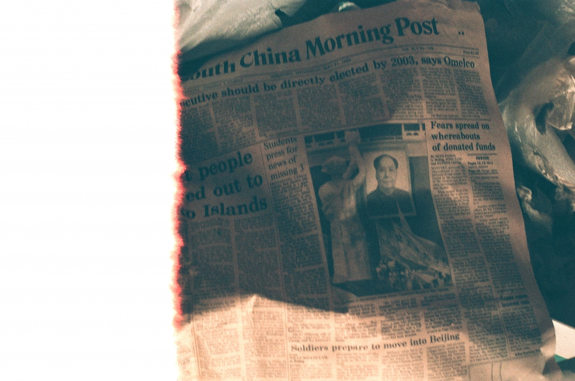 Headlines of the South China Morning Post on 31 May 1989: Executive should be directly elected says Omelco/Boat people towed out to Soko Island/Fear spreads on whereabouts of donated funds/Students press for news of missing 3/The Goddess of Democracy stared across Tiananmen Square at Mao Tsetung/Soldiers prepare to move into Beijing. Besides trembling at the recurring social incidents in the newspaper — the refugee crisis, student movements, criticism and repression by the government — I was also struck  by the thought of whether Hong Kong citizens will continue to hope for and believe in a democratic society.